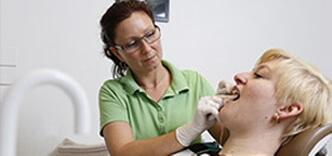 Undersøgelse af klient i Ubby Tandklinik